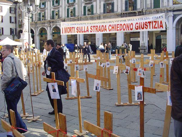 grande_manifestazione_delle_croci_brescia_2006_026