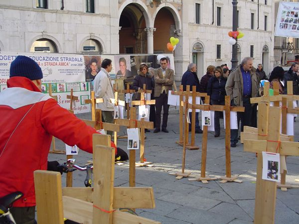 grande_manifestazione_delle_croci_brescia_2006_028