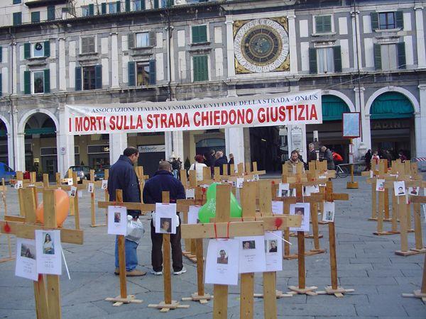 grande_manifestazione_delle_croci_brescia_2006_030